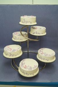 Рисувани сватбени торти  с фондан на  шест етажна дизайнерска стойка
