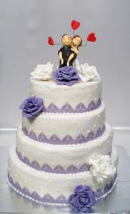 Четири етажна сватбена торта  с фондан и лилава захарна дантела