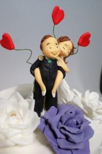 Фигурки на младоженци от захарно тесто