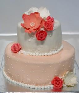 Двуетажна сватбена торта с фондан, макове, рози  и перли