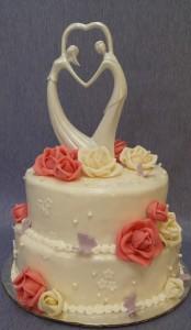 Двуетажна сватбена торта с рози и фигурка с младоженци